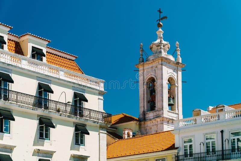 Costruzione della torre di chiesa a Lisbona fotografia stock libera da diritti