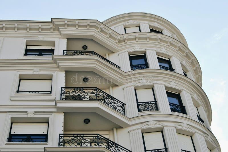 Costruzione di appartamento con i balconi fotografia stock libera da diritti