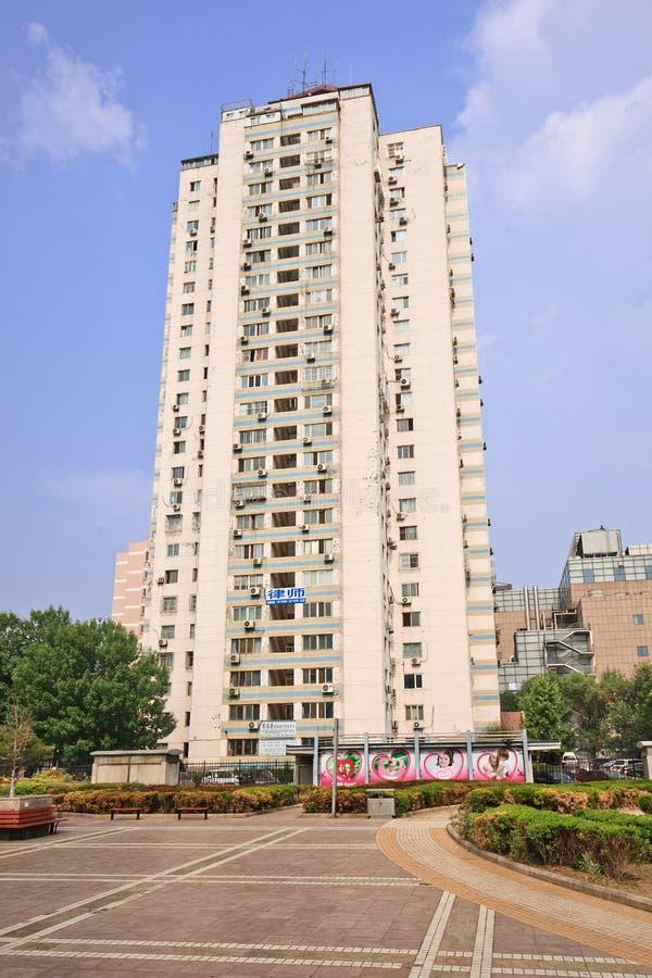 Costruzione di appartamento con un quadrato, Pechino, Cina immagini stock libere da diritti