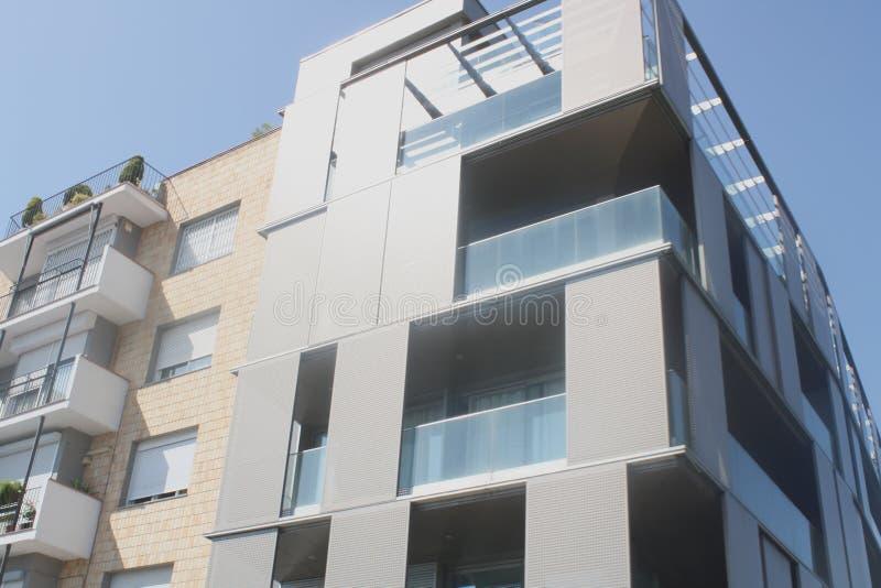 Costruzione di appartamento contemporanea Barcellona, Spagna immagini stock libere da diritti
