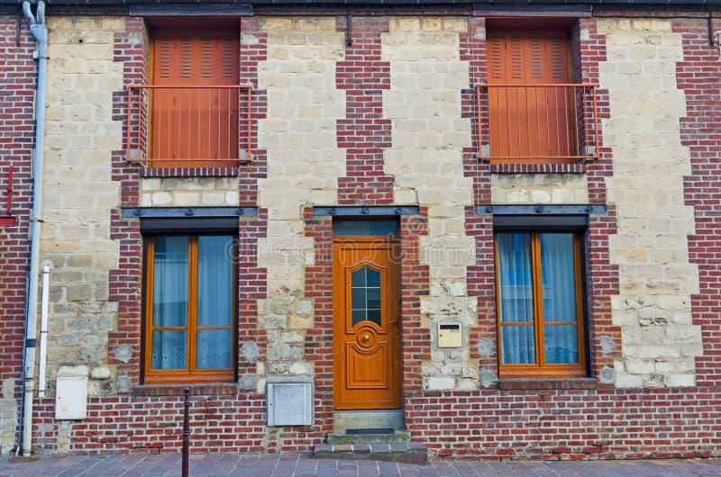 Costruzione di appartamento europea del mortaio e del mattone fotografia stock