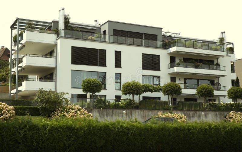Propriet svizzera del lusso di stile immagine stock for Casa moderna zurigo