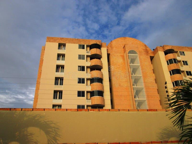 Costruzione di appartamento residenziale moderna fotografia stock