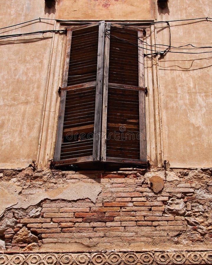 Costruzione di appartamento storica dello stucco e del mattone, Figueres, Spagna fotografia stock