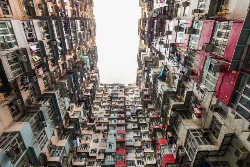 Costruzione di appartamento variopinta alla baia della cava fotografia stock