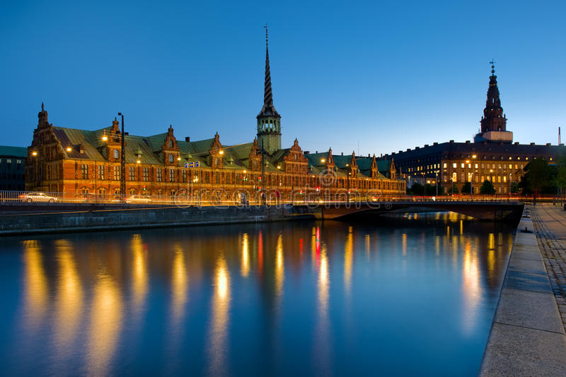 Costruzione di borsa valori di Borsen a Copenhaghen, Danimarca immagine stock