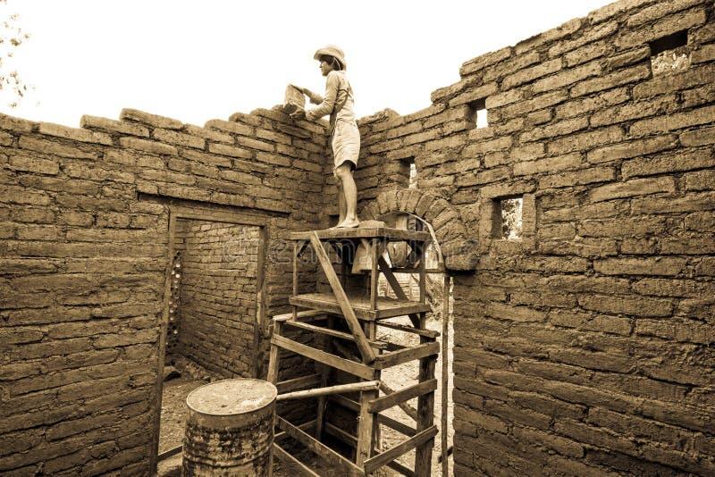 Costruzione di casa di terra fotografie stock