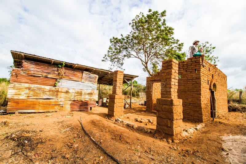 Costruzione di casa di terra fotografia stock libera da diritti