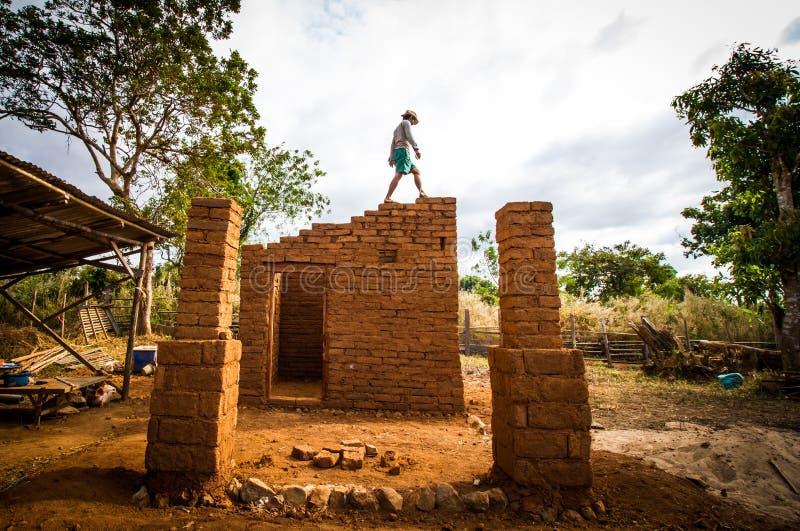 Costruzione di casa di terra fotografie stock libere da diritti