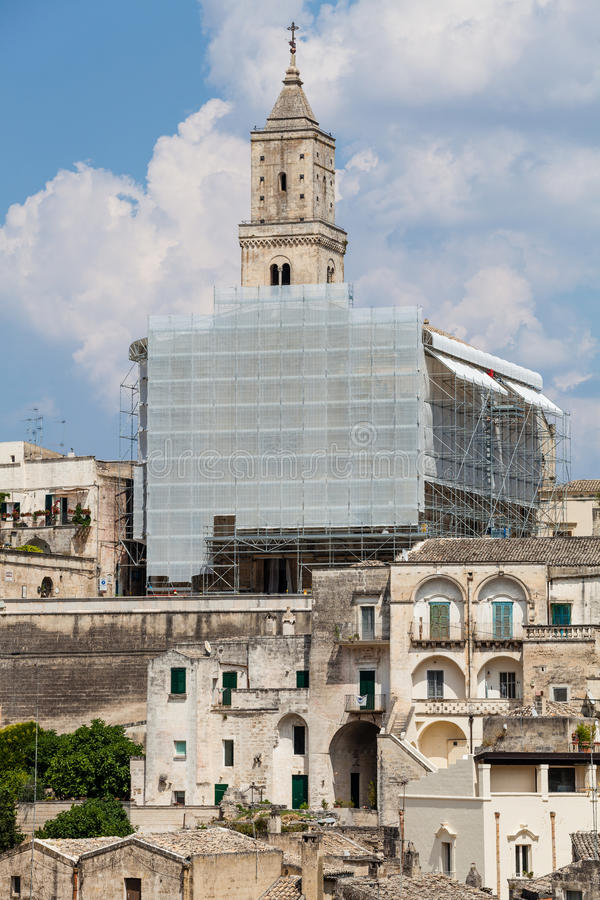 Costruzione di chiesa nell'ambito del rinnovamento Architettura italiana del villaggio immagine stock