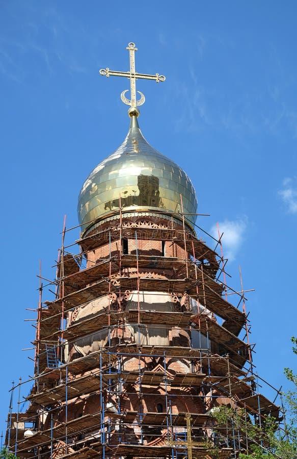 Costruzione di edifici russa della chiesa cristiana in lavorazione immagini stock libere da diritti