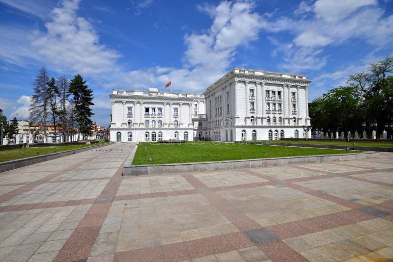 Costruzione di governo a Skopje, Macedonia del nord fotografia stock libera da diritti