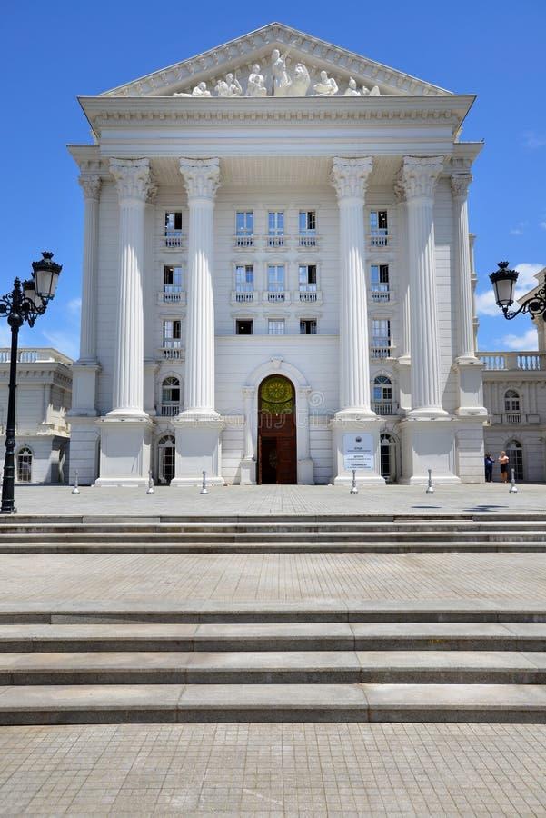 Costruzione di governo a Skopje, Macedonia del nord fotografie stock libere da diritti