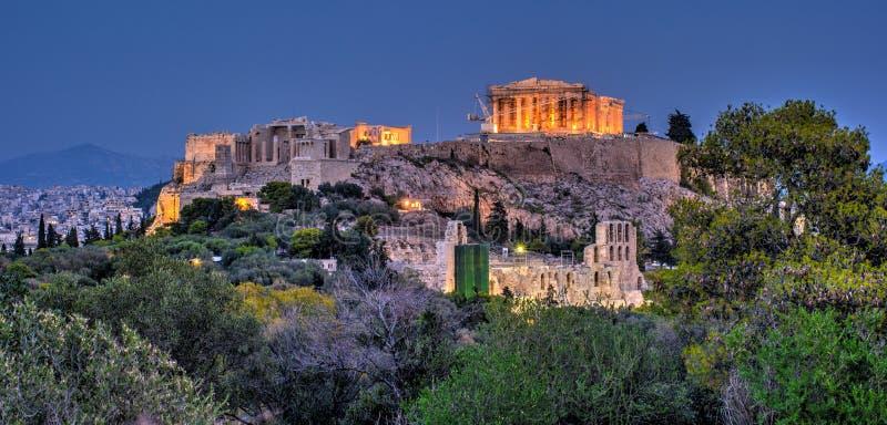Costruzione di Herodium e del Partenone in collina dell'acropoli a Atene immagine stock