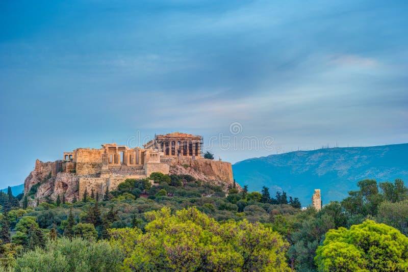 Costruzione di Herodium e del Partenone in collina dell'acropoli a Atene immagini stock libere da diritti