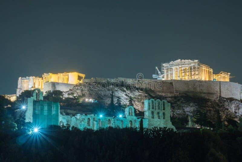 Costruzione di Herodium e del Partenone in collina dell'acropoli a Atene fotografia stock libera da diritti