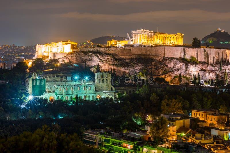 Costruzione di Herodium e del Partenone in collina dell'acropoli a Atene immagine stock libera da diritti