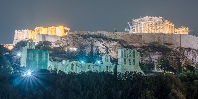 Costruzione di Herodium e del Partenone in collina dell'acropoli a Atene fotografia stock