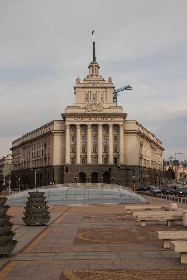 Costruzione di largo a Sofia, Bulgaria immagini stock