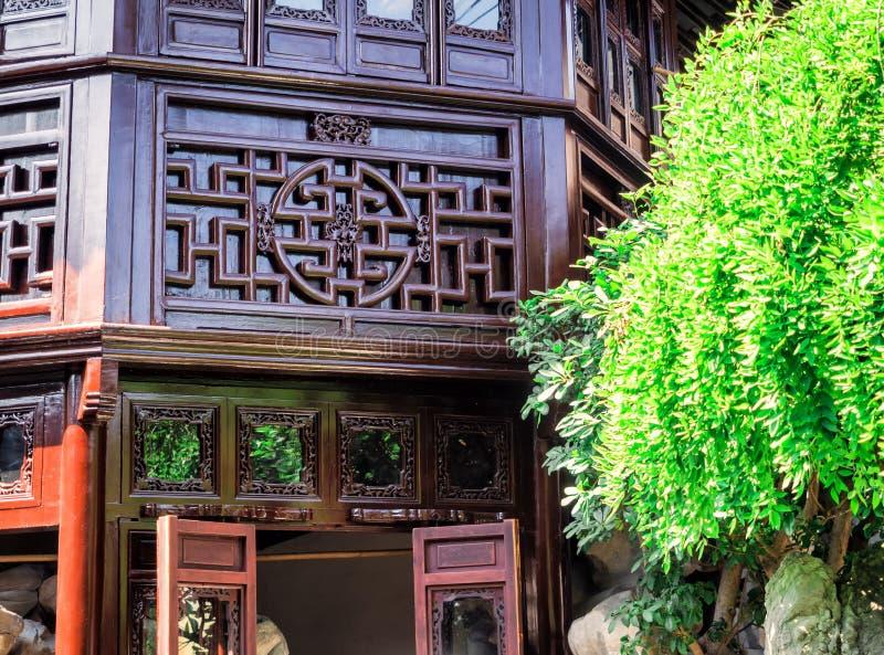 Costruzione di legno ai giardini di Yu, Shanghai, Cina del cinese tradizionale immagine stock libera da diritti