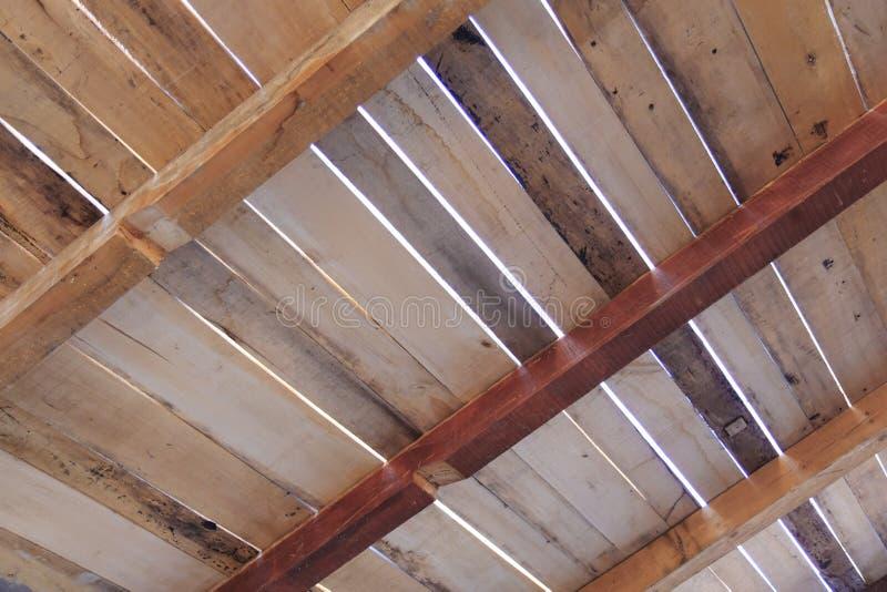 Costruzione di legno del tetto fotografia stock immagine for Piano di abbozzo domestico