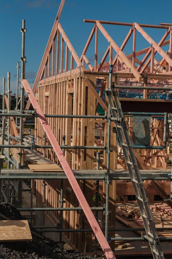 Costruzione di legno delle case private, costruente in Nuova Zelanda fotografia stock