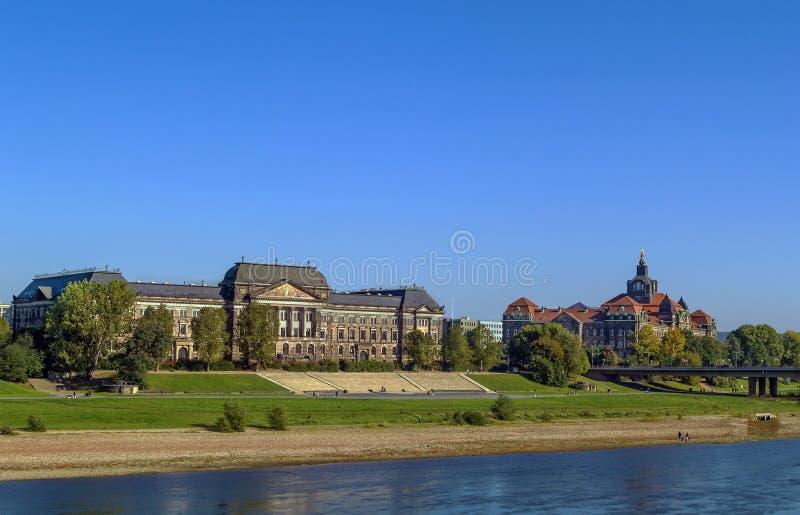 Costruzione di Ministero del Tesoro e Sachsische Staatskanzlei, Dresda, Germania fotografia stock libera da diritti