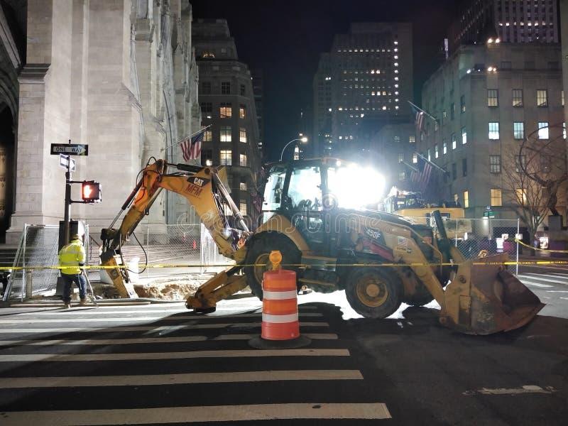Costruzione di notte, St Patrick ' cattedrale di s, la cattedrale di San Patrizio, NYC, NY, U.S.A. fotografie stock