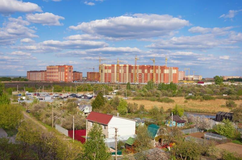 Costruzione di nuovi edifici nella periferia della città di Rjazan', Rus fotografia stock