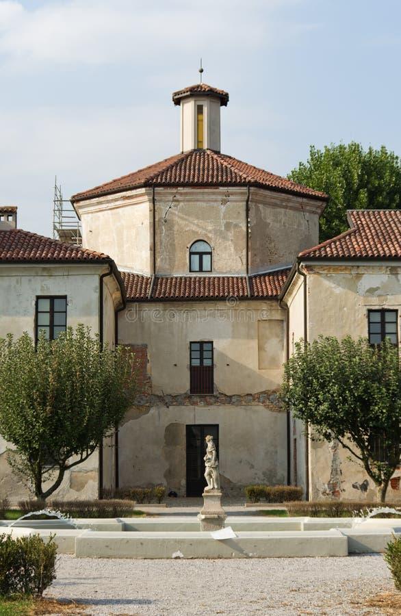 Costruzione di Picchetta XVI della villa in Cameri fotografia stock libera da diritti