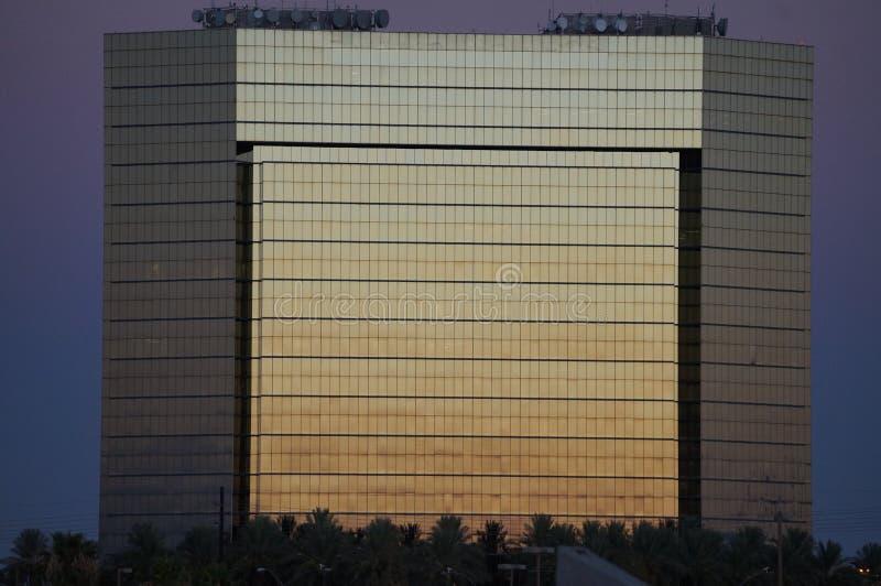 Costruzione di tramonto dell'oro fotografie stock