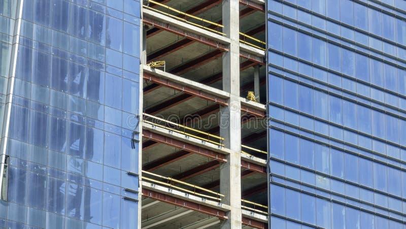 Costruzione di un edificio moderno fotografie stock libere da diritti