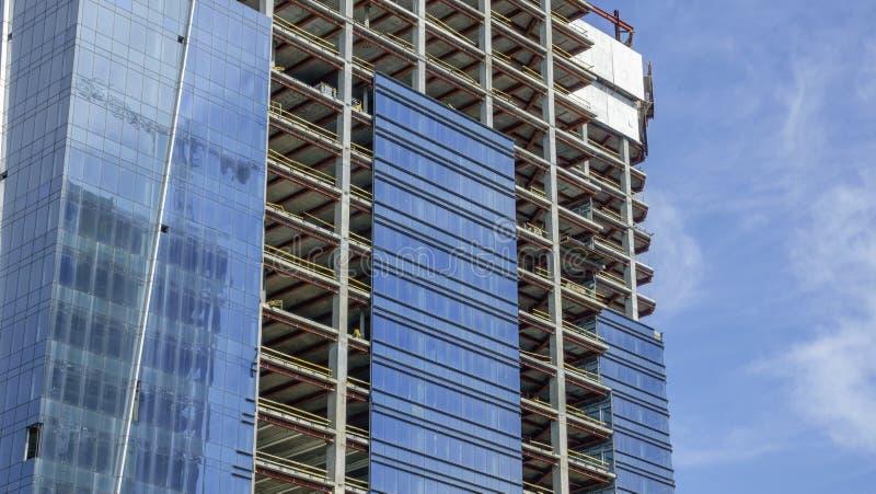Costruzione di un edificio moderno fotografia stock libera da diritti