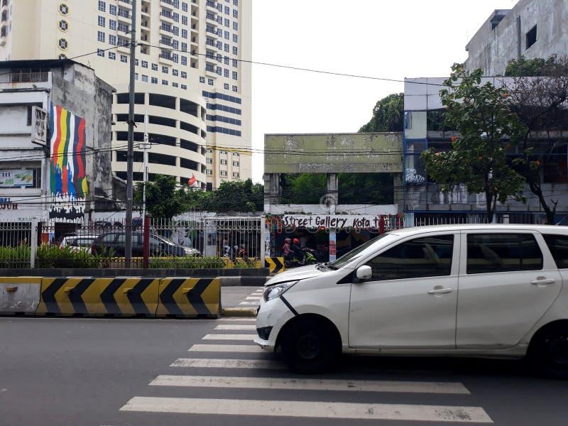 Costruzione di un punto di riferimento moderno fuori della città di Jakarta della stazione immagini stock
