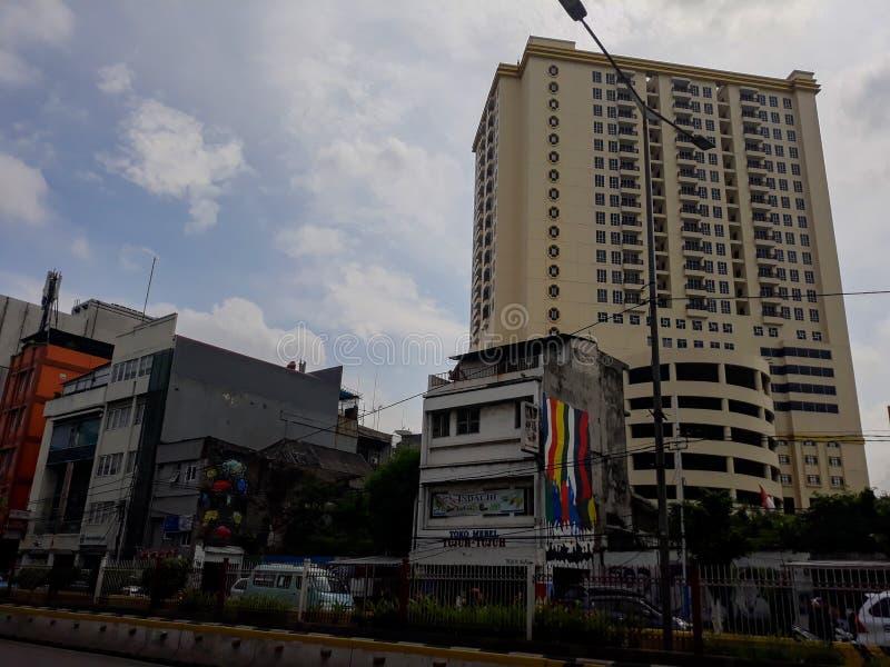 Costruzione di un punto di riferimento moderno fuori della città di Jakarta della stazione fotografia stock libera da diritti