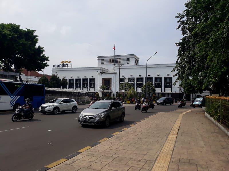 Costruzione di un punto di riferimento moderno fuori della città di Jakarta della stazione fotografie stock