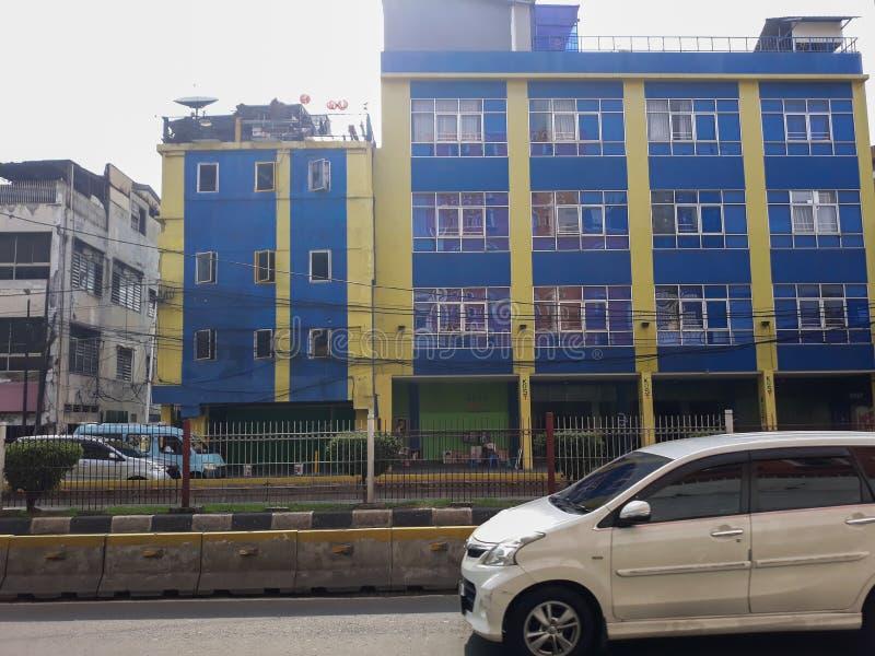 Costruzione di un punto di riferimento moderno fuori della città di Jakarta della stazione immagine stock