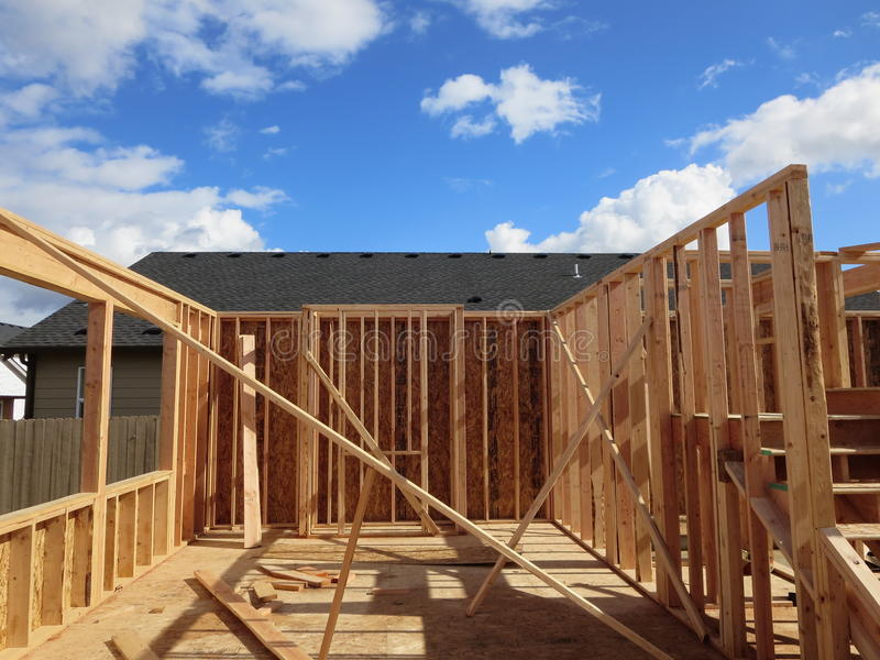 Costruzione di una casa di legno fotografie stock libere da diritti