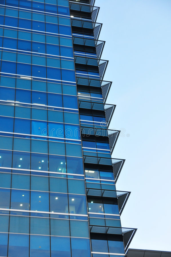 Download Costruzione Di Vetro Blu Moderna Immagine Stock - Immagine di torretta, moderno: 7323797