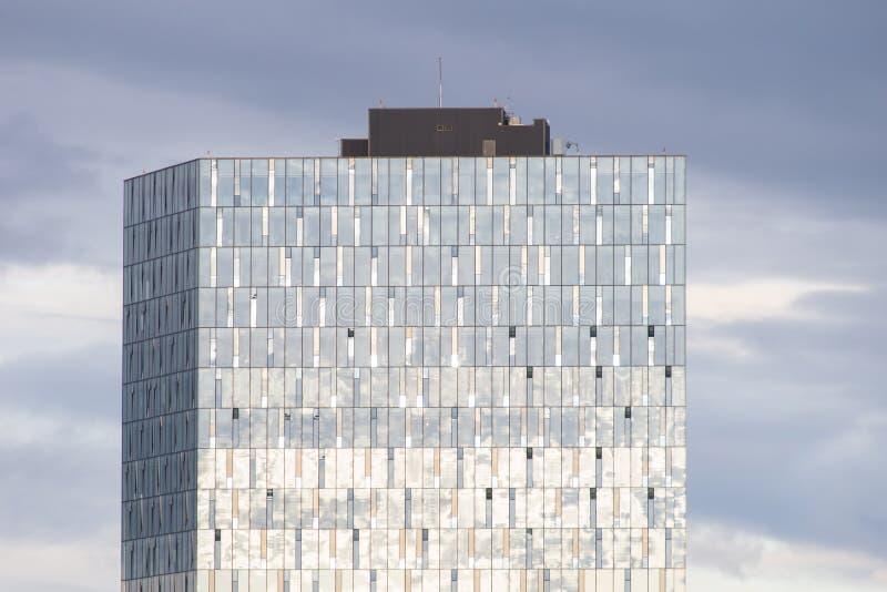 Costruzione di vetro moderna, Reykjavik, Islanda fotografie stock