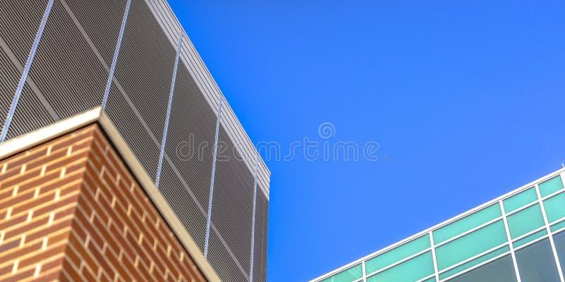 Costruzione e cielo blu moderni a Salt Lake City fotografie stock libere da diritti