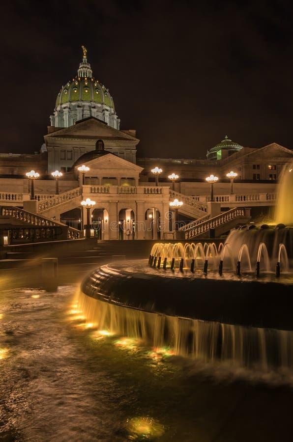 Costruzione e fontana capitale della Pensilvania fotografia stock