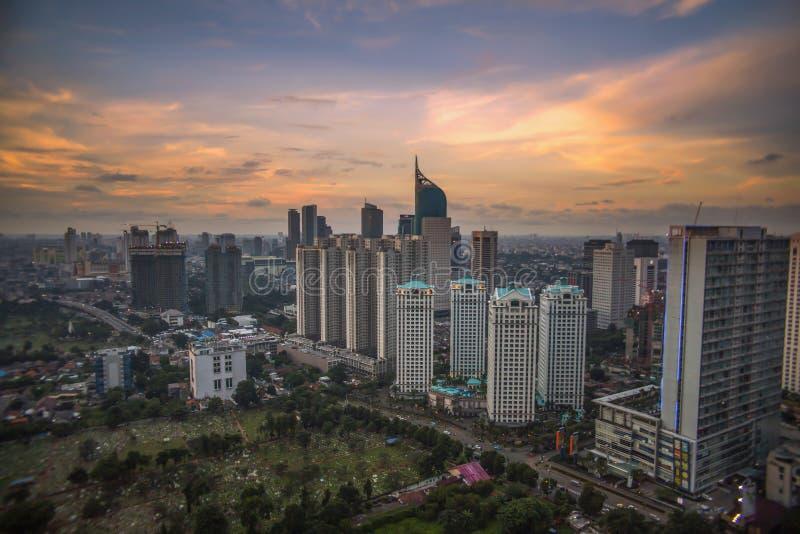 Costruzione e tramonto fotografia stock libera da diritti
