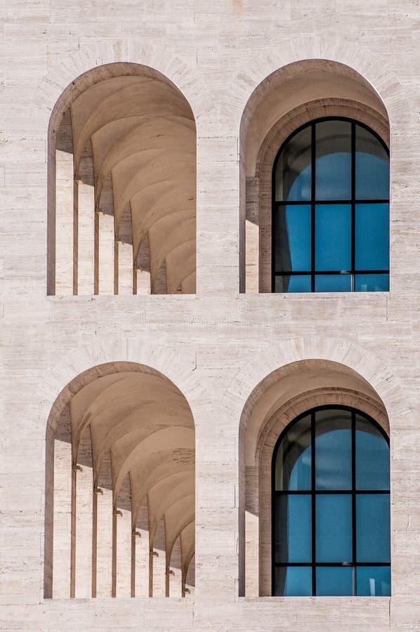 Costruzione ed architettura e cielo dell'arco fotografia stock libera da diritti
