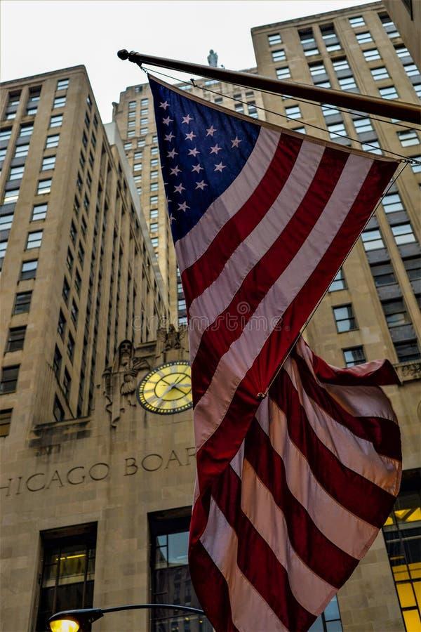 Costruzione ed U Bandiera di S - Chicago immagini stock