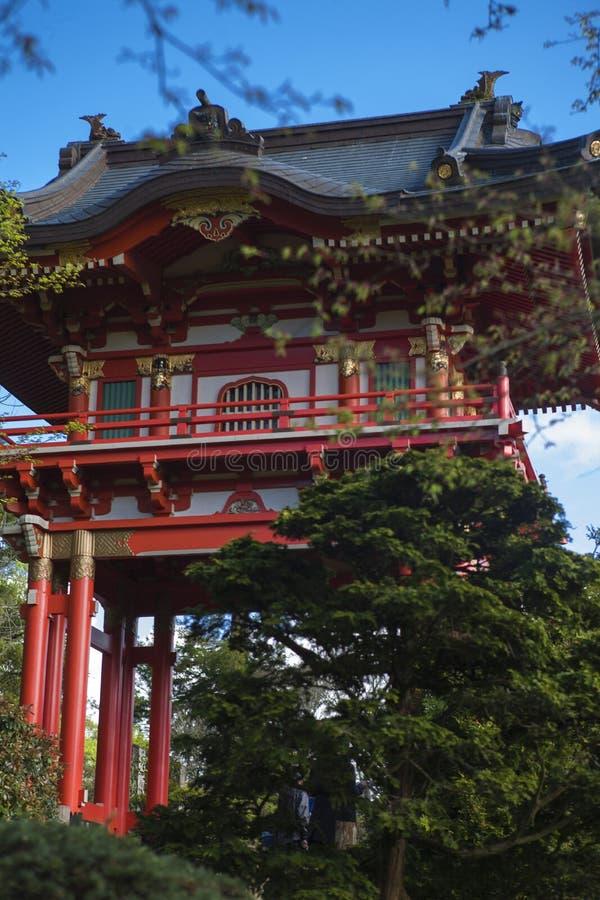 Costruzione giapponese nel giardino fotografie stock