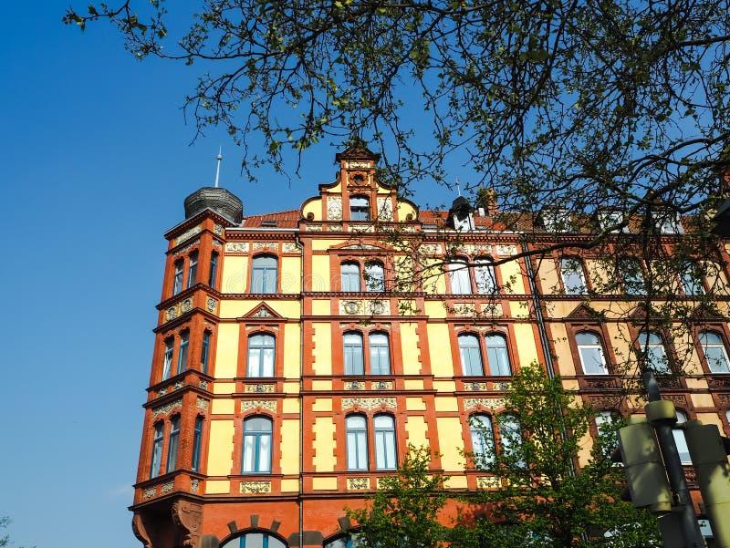 Costruzione maestosa nello stile architettonico tradizionale del mattone rosso a Hannover fotografie stock
