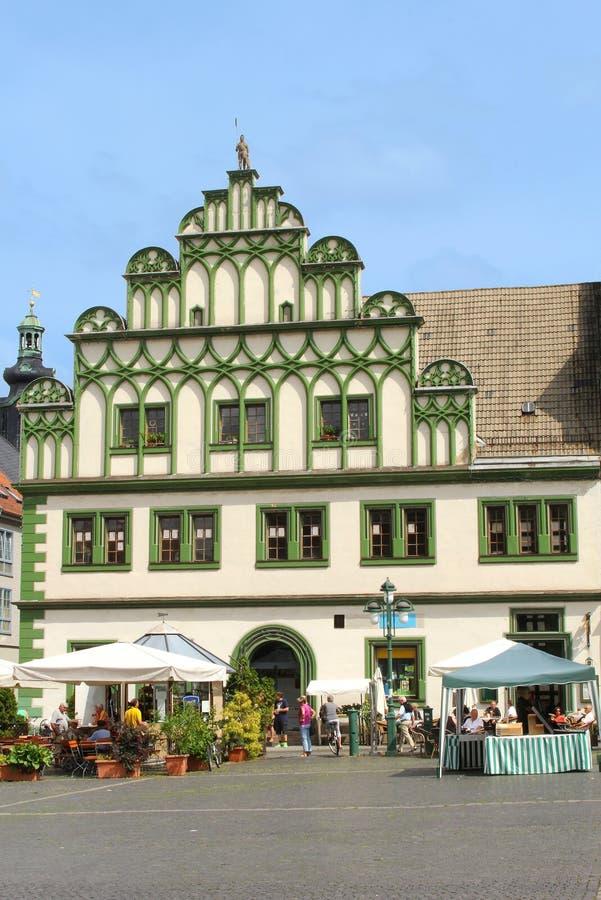 Costruzione medievale variopinta nel centro urbano di Weimar fotografia stock