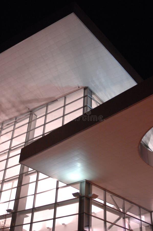 Costruzione moderna alla notte 11 immagine stock libera da diritti