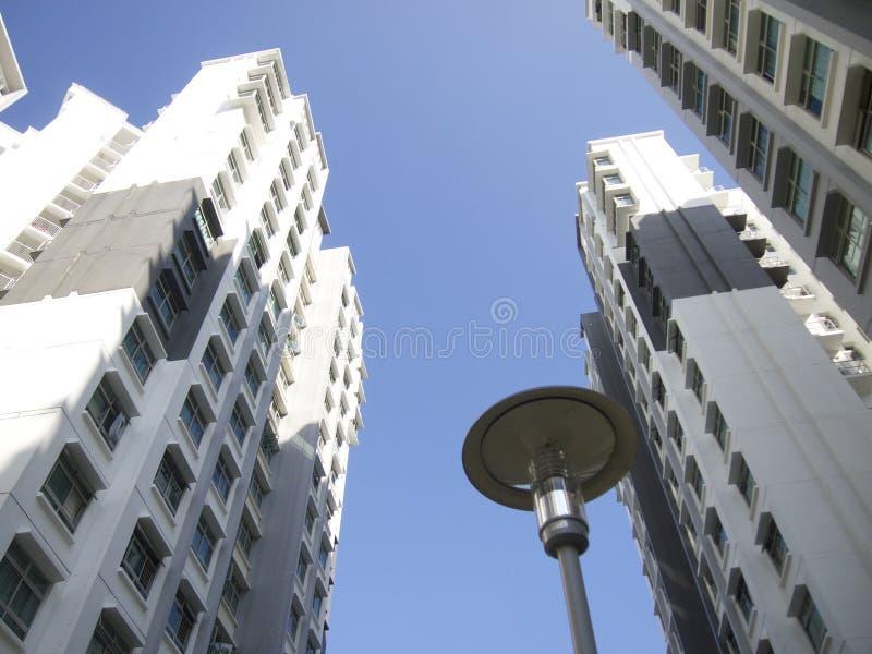 Costruzione moderna del condominio a Singapore immagini stock libere da diritti